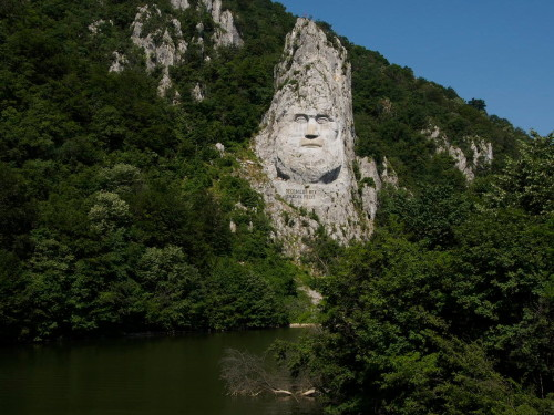 statue of king decebal